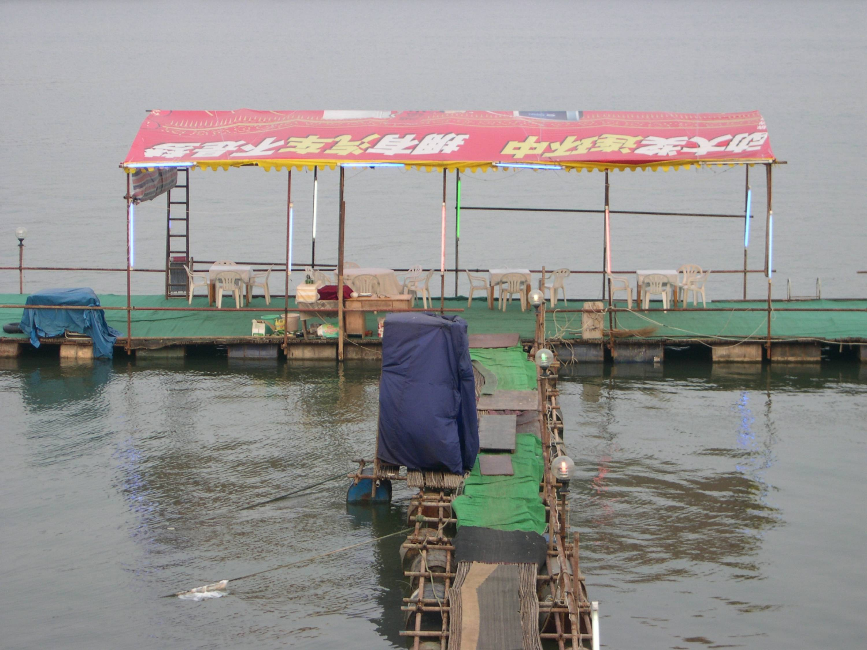 Improvised floating restaurant, Changsha, China